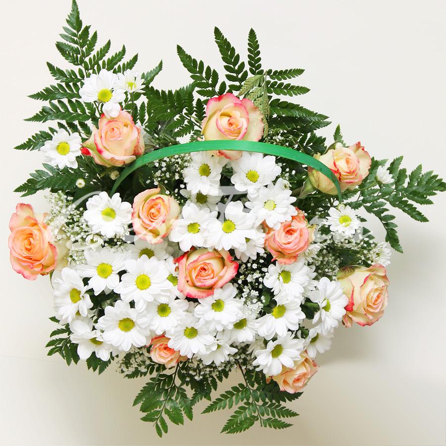 красивые букеты из живых цветов с поздравлением вариант будет идеальным